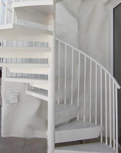 the-contemporary-spiral-stair-column