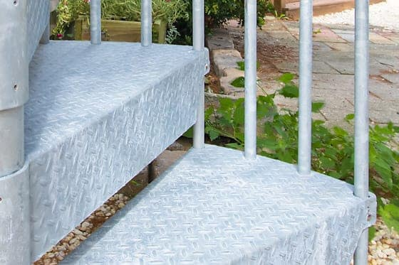 center-balusters-per-tread-spiral-stairs